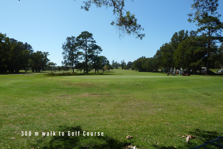 Colliton - Walk to Golf Course 300 m